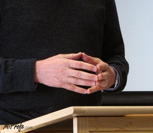 El lenguaje corporal - manos en ojiva